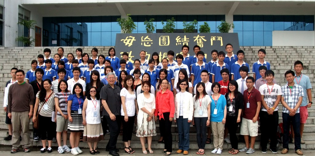 Group photo with Dr. Melvin
